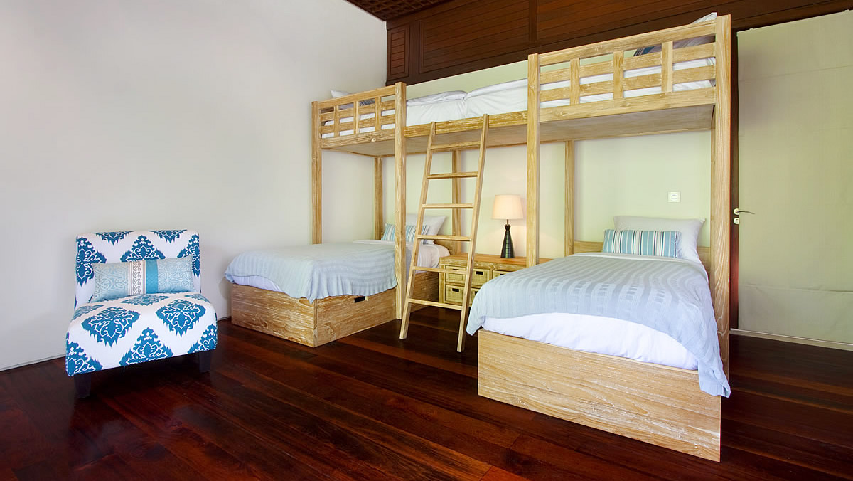close x read more kids bedroom bedroom 4 has a funky 4 person bunk bed. beautiful ideas. Home Design Ideas